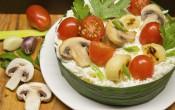 Праздничный салат с сыром и запеченным чесноком
