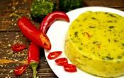 Домашний плавленый сыр с чили и шпинатом