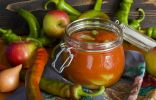 Зелёный острый перец в яблочно-томатной заливке