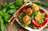 Зелёный рис с тефтелями