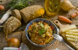 Легкий куриный салат с сыром и морковью