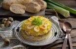 Слоёный салат с тунцом а-ля «Мимоза»