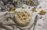 Слоеный салат «Афродита» с кальмарами, креветками и курицей