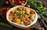 Аппетитная курица с картошкой в духовке под белым соусом