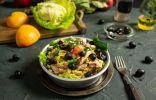Полезный салат с курицей и грейпфрутом для лёгкого ужина