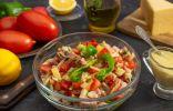 Быстрый салат с ветчиной, помидорами, сыром и лимонным майонезом