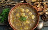 Густой грибной суп из сушеных боровиков с куриными фрикадельками