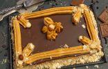 Простой песочный торт с масляным кремом, джемом и шоколадным ганашем