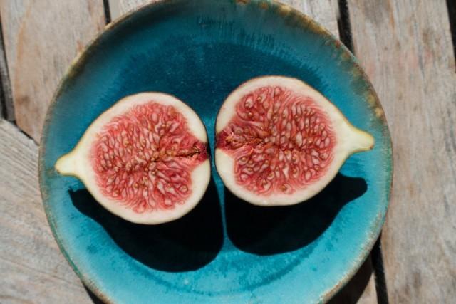 Плод инжира в разрезе