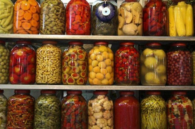 Консервированные овощи в подвале