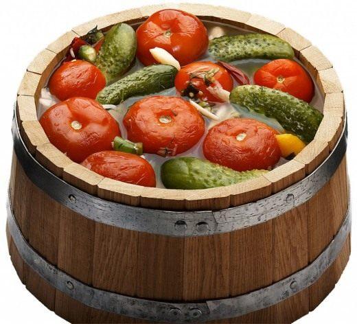 Томаты квашенные с овощной смесью
