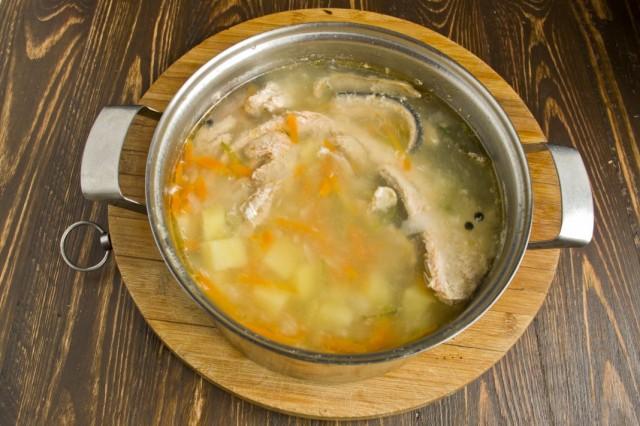 Рыбный суп почти готов