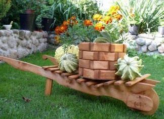 Скамейка стилизованная под тачку - красиво и практично