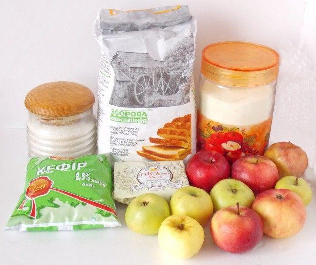 Ингредиенты для манника на кефире с яблоками