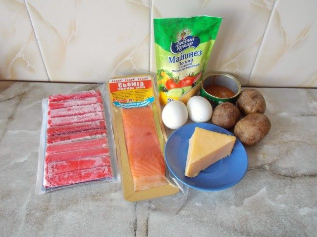 Ингредиенты для праздничного слоёного салата «Самоцветы»