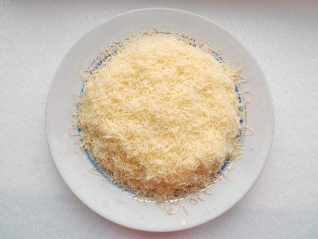 Слой 5. Натереть сыр
