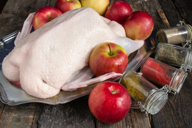 Ингредиенты для утки с яблоками