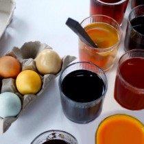 Красим яйца в красителях из натуральных продуктов
