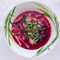 Добавляем зелень в холодный суп