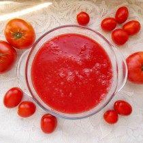 Выдавим томатный сок и кипятим