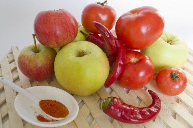 Ингредиенты для приготовления острого кетчупа с антоновкой