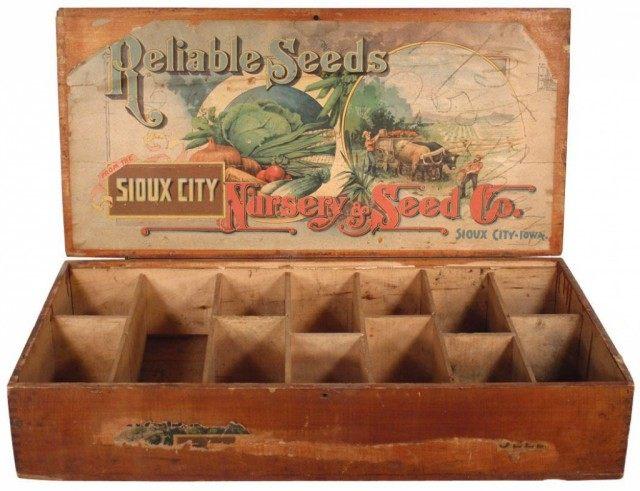 Старинный ящичек для хранения семян