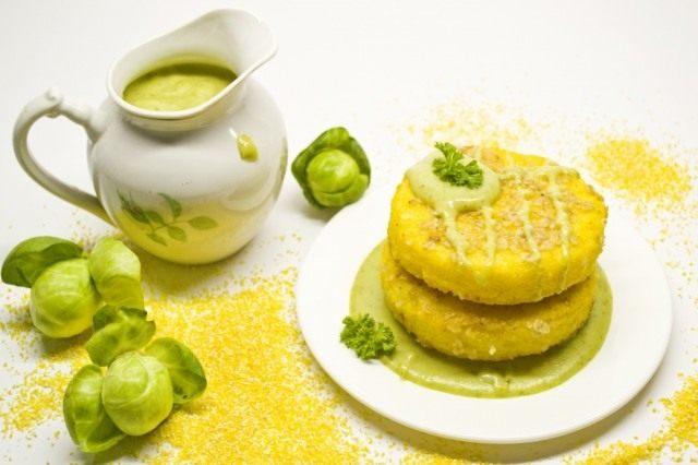 Полента с соусом из брюссельской капусты