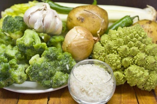 Ингредиенты для приготовления постного супа-пюре из брокколи и романеско