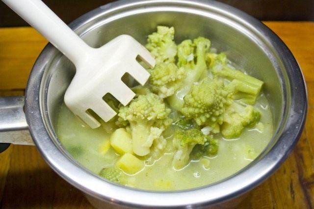Пюрируем суп, добавляем специи