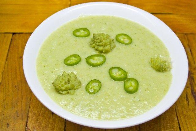 Постный суп-пюре из брокколи и романеско
