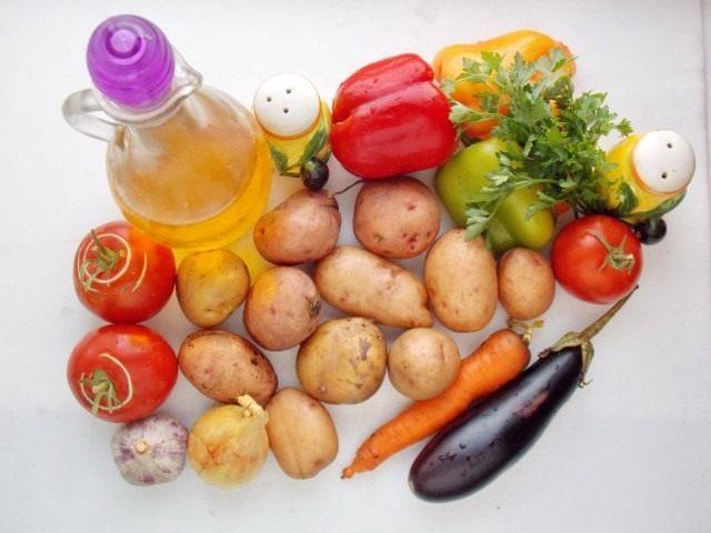 Ингредиенты для жареной с овощами картошки