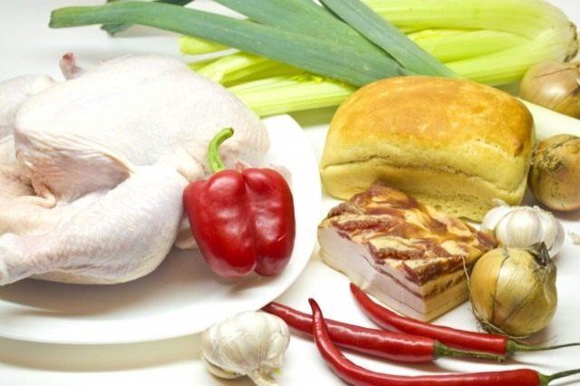 Ингредиенты для приготовления фаршированной курицы с овощами и панчеттой