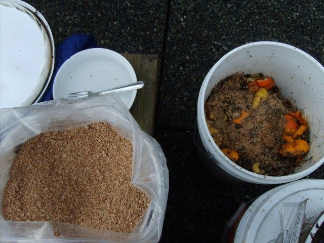 Компост из бытовых отходов на ЭМ-бокаши