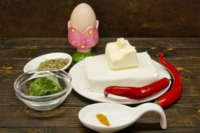 Ингредиенты для приготовления домашнего плавленого сыра с чили и шпинатом