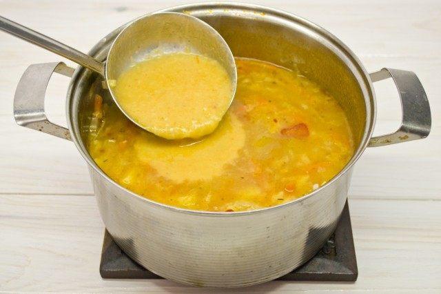 Смешиваем оставшийся суп с измельченными продуктами – получаем минестроне