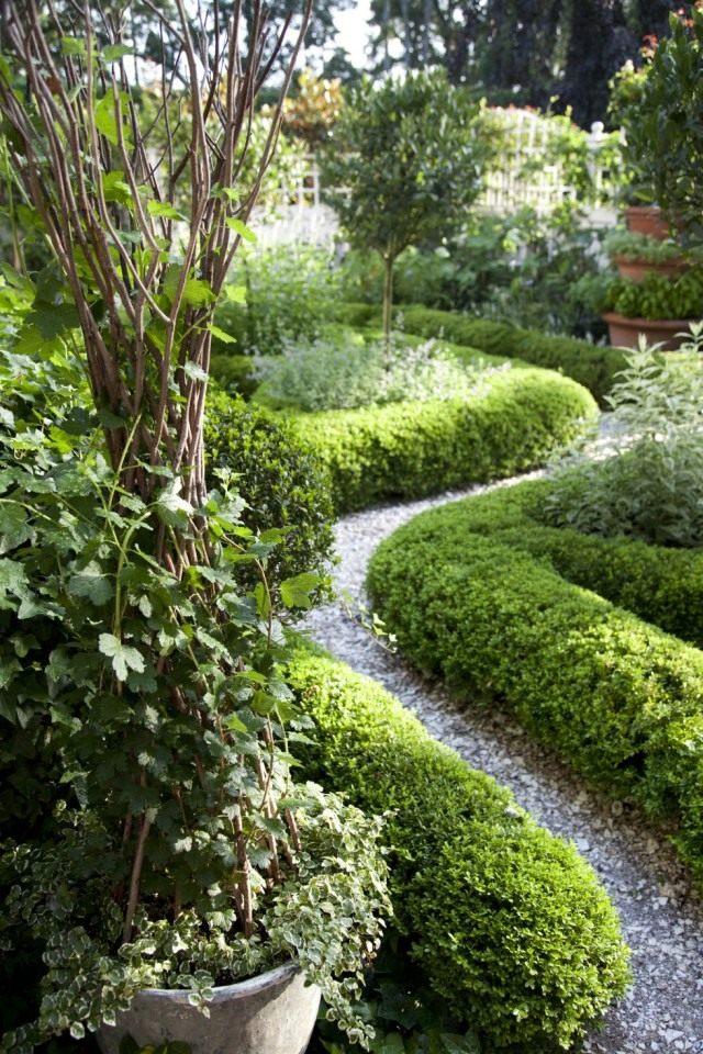Самые скучные сады - те, которые можно охватить буквально одним взглядом