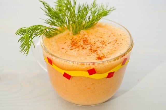 Коктейль с похмелья — овощной смузи с острым перцем и греческим йогуртом