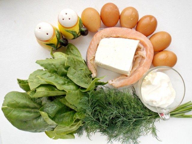 Ингредиенты для рулета из омлета с начинкой из брынзы, красной рыбы и зелени