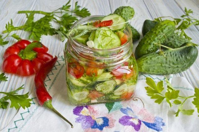 Салат из огурцов с болгарским перцем – на зиму