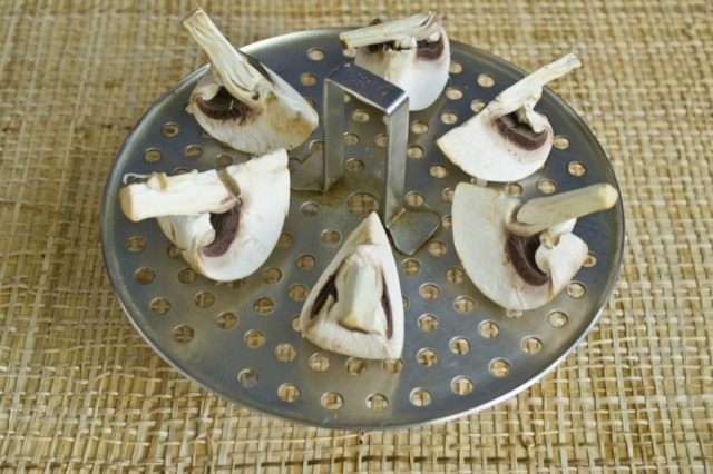 Готовим грибы на пару