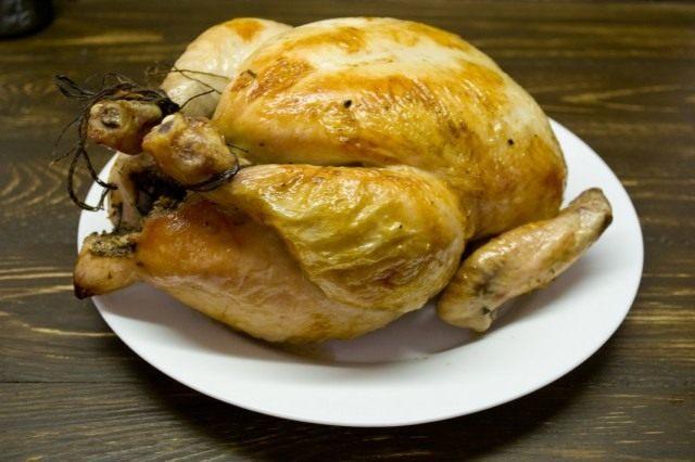 Курица, запечённая в духовке целиком