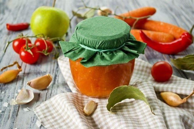 Соус из помидоров с морковью и яблоками на зиму