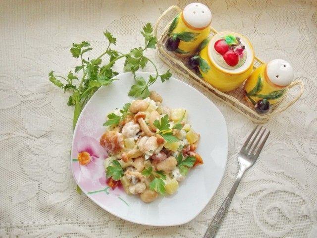 Салат деревенский с маринованными грибами