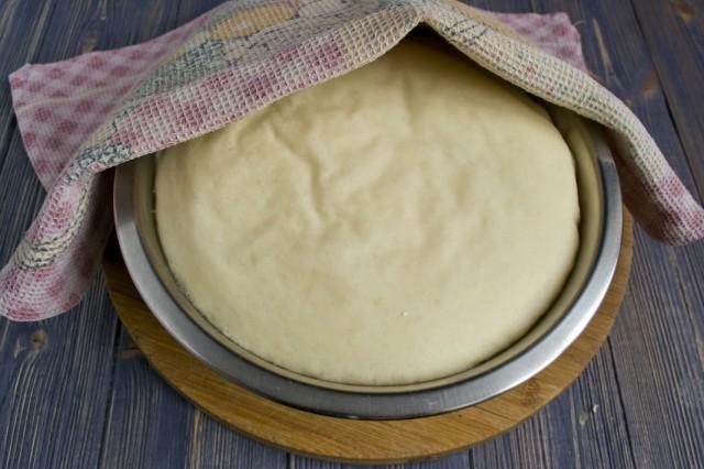 Замешиваем тесто для пирожков