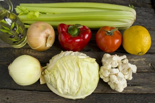 Ингредиенты для приготовления диетического супа из сельдерея