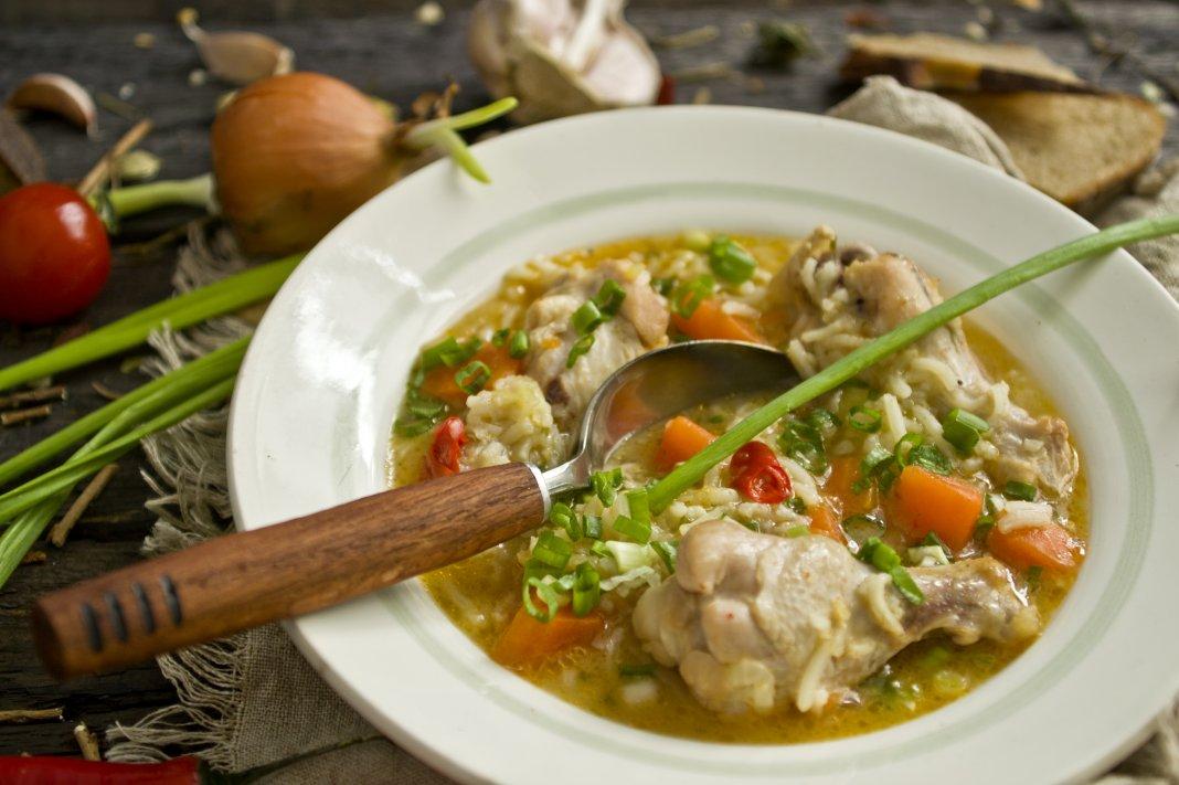 суп из куриных крылышек с рисом
