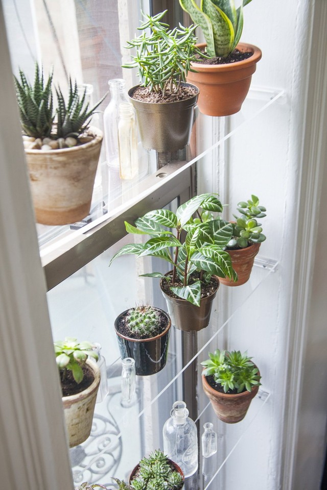 Дополнительные полки для размещения растений у окна
