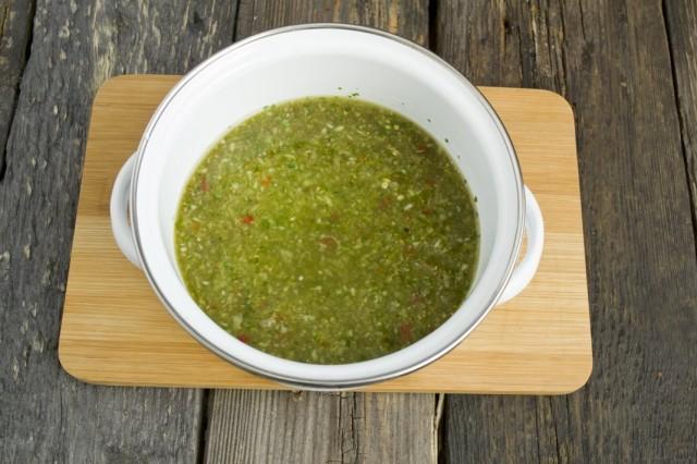 Измельчаем овощи, добавляем молотую паприку и хмели-сунели