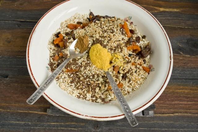 Добавляем корицу и порошок из апельсиновых корочек или цедру