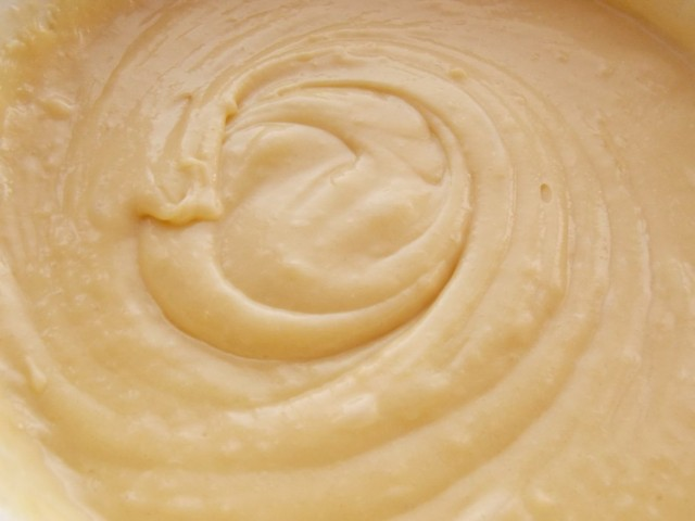 Замешиваем тесто для орехово-шоколадного кекса